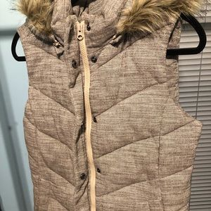 GAP brand zippered vest with faux fur trim collar